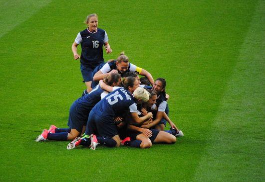 800px-US_women's_soccer_team_pileon_vs_Japan,_Olympic_gold_medal_match,_August_9,_2012